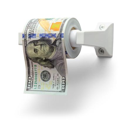 Rotolo di carta igienica di banconote da cento dollari isolato su bianco.
