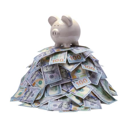 Haufen Geld mit Sparschwein oben isoliert auf Weiß. Standard-Bild