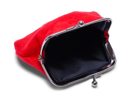 Monedero de terciopelo rojo abierto aislado en blanco.