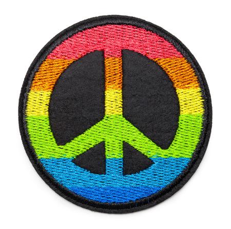 Runder Regenbogen-Friedensfleck, isoliert auf weiss.