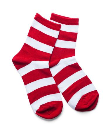 Due calzini a strisce rossi e bianchi isolati su bianco. Archivio Fotografico