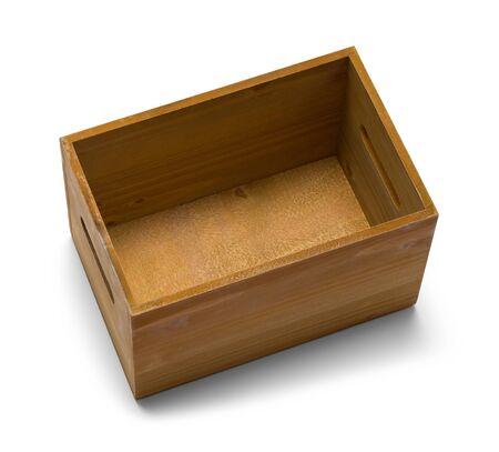Pequeña caja de madera abierta aislada sobre fondo blanco.