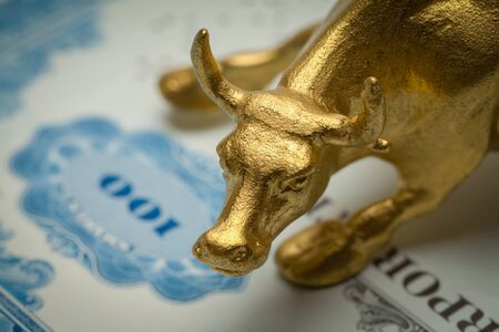 Gold Bull on Blue Stock Certificate  Close Up. Stockfoto - 131856440