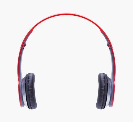 Rote Kopfhörer auf Weiß ausgeschnitten.