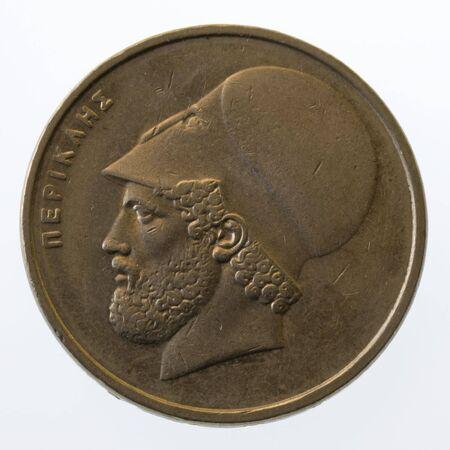 statesman: Pericle, il greco antico leader e statista, il 20 dracme moneta (1984), isolato su bianco