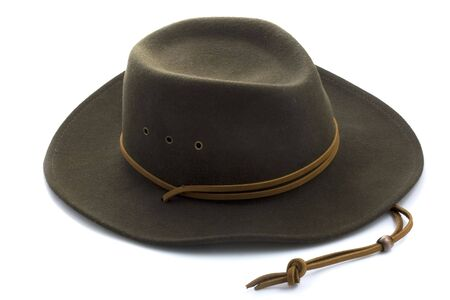 Marrone feltro in lana di cowboy con cappello in pelle Fascia su sfondo bianco  Archivio Fotografico - 3296521