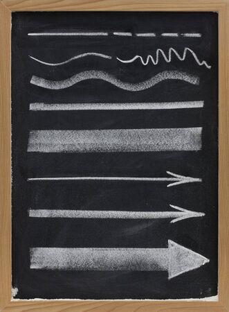 lineas onduladas: elementos de dise�o, l�neas y flechas con diferentes espesores, dibujo de tiza en la pizarra blanca