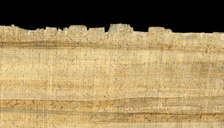 パピルス紙荒い質繊維パターン、しわ、緩い繊維やほこり、黒の背景に表示されるエッジを持つ