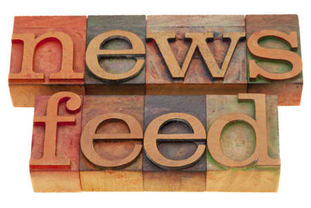 Nouvelles nourrissent des mots - blocs de typographie en bois vintage isolés sur fond blanc Banque d'images - 8178708