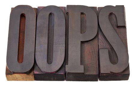 Oeps uitroepteken word in vintage houten boekdruk blokken geïsoleerd op wit afdrukken Stockfoto