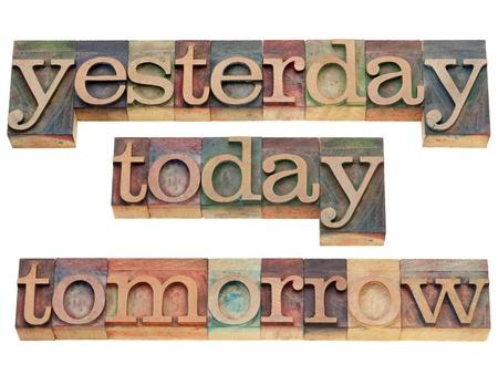 ayer, hoy y mañana - texto aislado en bloques de madera de época impresión
