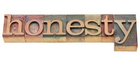 honestidad: honestidad - palabra aislado en bloques de impresi�n letterpress madera vintage