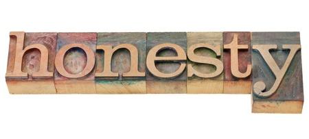 onestà: onest� - parola isolata in blocchi di legno d'epoca di stampa tipografica