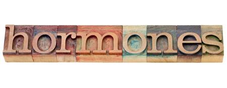 hormonas: hormonas - concepto de salud - la palabra aislada en bloques de madera de época impresión tipográfica manchada por las tintas de color Foto de archivo