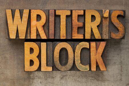 作家のブロック - ビンテージ木製活版グランジの金属製のトレイにカラー インクで染色して印刷ブロック内のテキスト