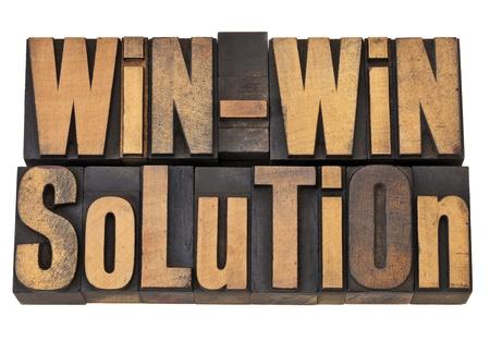 Solution gagnant-gagnant - notion résolution négociation ou de conflit - des mots isolés dans le type de bois millésime Banque d'images - 12358993