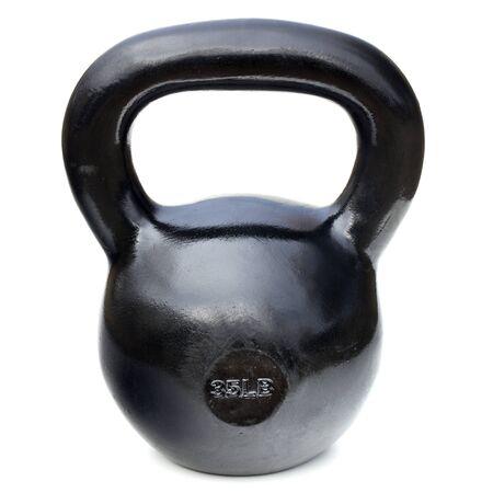 黒の光沢のある 35 ポンド鉄ケトルベルの重量挙げとトレーニングを白で隔離されるため