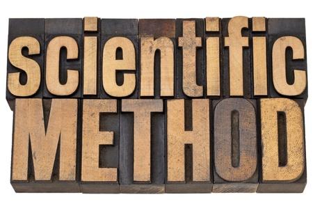 metodo cientifico: método científico - concepto de la ciencia - texto aislado en tipografía de la vendimia en el tipo de madera