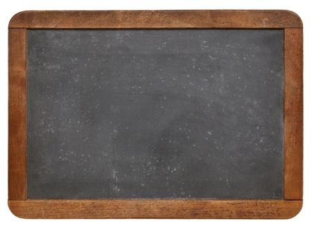 lege vintage lei schoolbord met wit krijt textuur en houten frame op wit wordt geïsoleerd