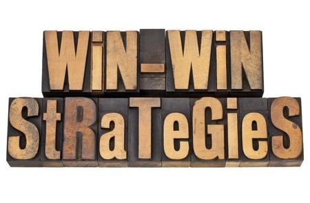 Stratégies gagnant-gagnant: le concept de résolution négociation ou de conflit - des mots isolés dans le type de bois millésime Banque d'images - 12871496