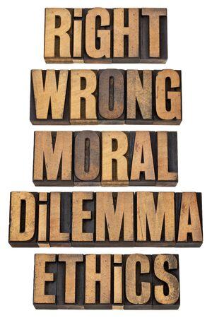 etica: la derecha, el dilema incorrecto, moral, ética - Concepto de decisión ética - un collage de palabras aisladas en el tipo de cosecha de madera de tipografía