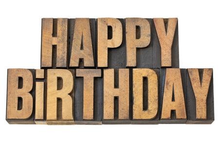 felicitaciones de cumplea�os: saludos, feliz, cumplea�os, palabras aisladas en el tipo de cosecha de madera de tipograf�a