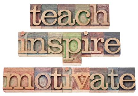 inspira?�o: ensinar, inspirar, motivar - uma colagem de palavras isoladas no tipo de madeira da tipografia do vintage