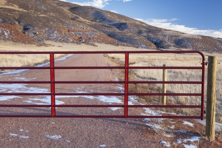 red mountain open space: closet gate on a ranch road in a mountain valley - Red Mountain Open Space, Colorado Stock Photo