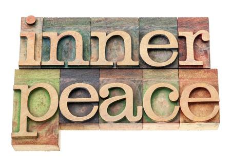 paz interior: paz interior - texto aislado en bloques de madera de época impresión tipográfica de tipo Foto de archivo