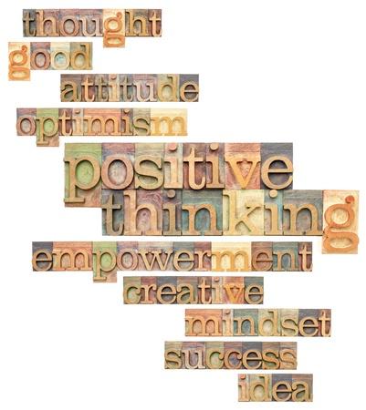 positief denken en verwante woorden - een collage van geïsoleerde teksten in uitstekende boekdruk blokken