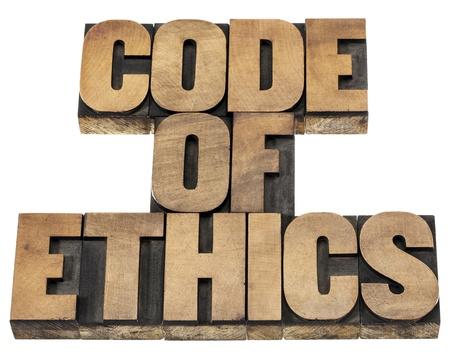 etica: código de ética - texto aislado en bloques de madera de impresión de tipo de tipografía
