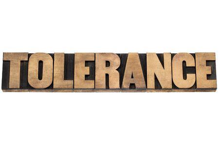 tolerancia: palabra tolerancia - texto aislado en bloques de madera de impresión de tipo de tipografía