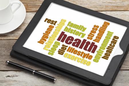 Gesundheits-Konzept-Wort-Wolke auf einem Bildschirm des digitalen Tablette Standard-Bild