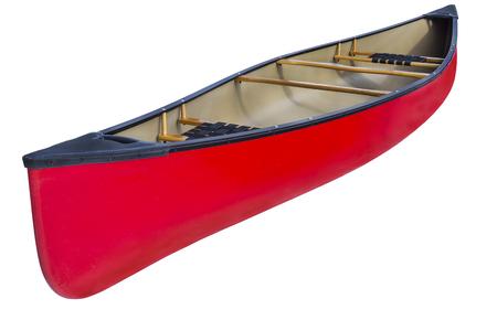 fiberglass: canoa tándem rojo con asientos y el yugo de madera, aislado en blanco con un trazado de recorte
