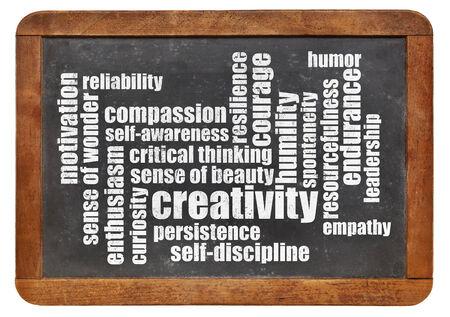 humility: la creatividad, la autodisciplina y otras cualidades personales - una nube de palabras en una pizarra de la vendimia