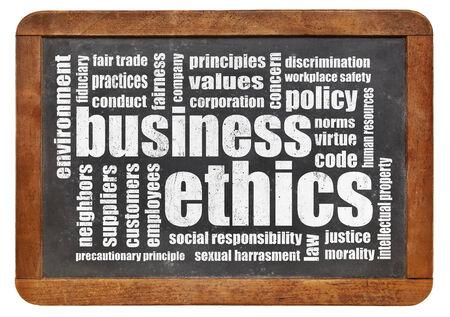 etica: ética empresarial nube de palabras en una pizarra de la vendimia Foto de archivo