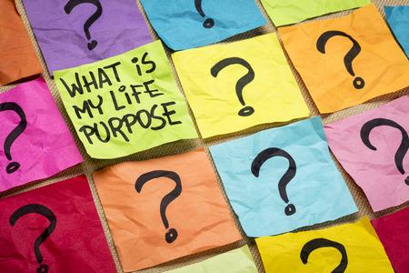 ¿Cuál es mi propósito en la vida pregunta - escritura a mano en notas adhesivas de colores