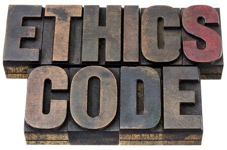 etica: código de ética - palabras aisladas en el tipo de cosecha de madera de tipografía con pátina de tinta Foto de archivo