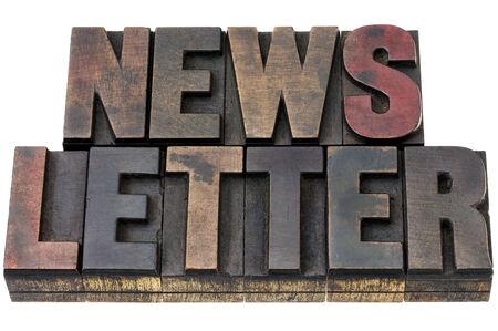 뉴스 레터 - 잉크 활자와 빈티지 활자 나무 종류의 고립 된 단어 스톡 콘텐츠