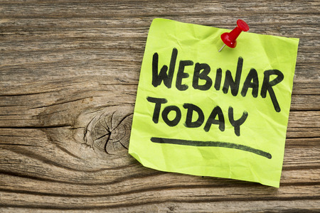 webinar today reminder - handwriting on a green sticky note against grained and knotted wood board Stock fotó