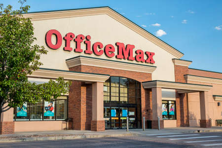 fort collins: FORT COLLINS, CO, USA - SEPTEMBER 16, 2014: OfficeMax, currently brand of Office Depot, sells  office supplies in over 1000 United States locations. Editorial
