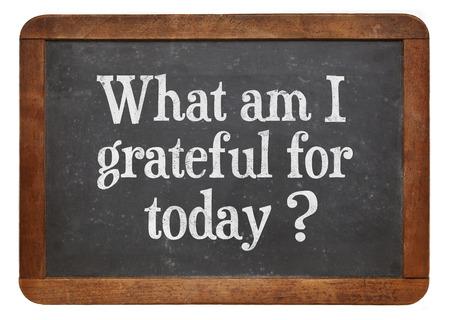 ¿qué soy agradecido por hoy - pregunta inspiración en una pizarra pizarra de la vendimia