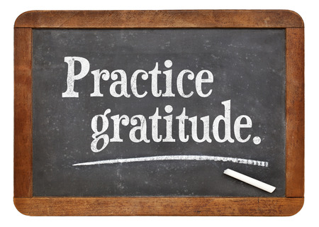 빈티지 슬레이트 칠판에 조언이나 알림 - 감사를 연습