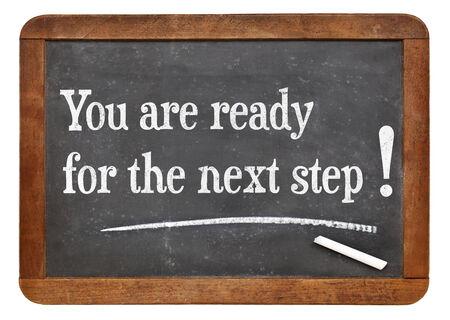 the next step: Lei � per il prossimo passo - dichiarazione motivazionale su una lavagna in ardesia d'epoca