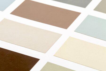 紙の上の木材塗料のサンプルの抽象ビュー