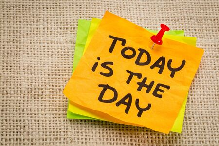 today is the day reminder on a sticky note against burlap canvas Imagens