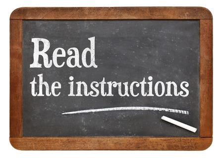 instrucciones: Lea el consejo instrucciones en una pizarra pizarra de la vendimia