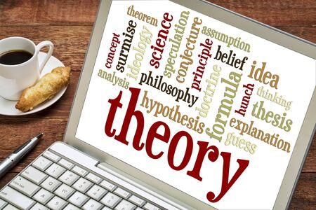 hipotesis: teoría de nube de palabras en el ordenador portátil con una taza de café Foto de archivo