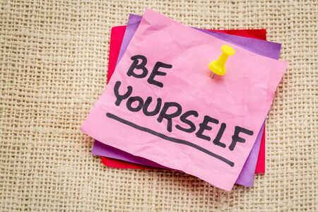 be yourself: Be yourself reminder or advice on a sticky note against burlap canvas Stock Photo
