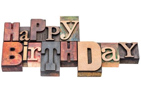 Feliz cumpleaños signo o tarjeta de felicitación - texto aislado en tipográfica cosecha mixta tipo de madera Foto de archivo - 41677066